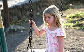 Primăria Sibiu monitorizează situaţia copiilor ai căror părinţi sunt plecaţi în străinătate