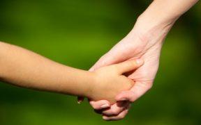 Ungaria interzice adopțiile de copii de către cupluri de același sex