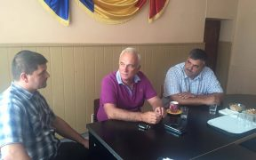Senatorul Viorel Arcaş acordă audienţe cetăţenilor de pe Valea Hârtibaciului