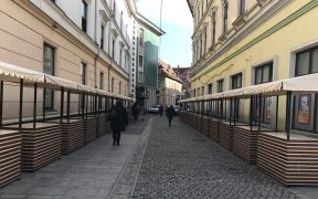 Standuri noi pentru comercializarea produselor handmade și de artizanat pe strada Papiu Ilarian