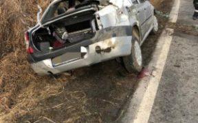 Șoferiță de 22 de ani a ajuns cu mașina pe câmp
