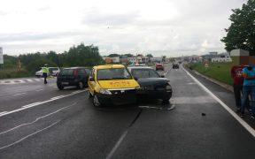 ACCIDENT între două autoturisme din cauza neacordării de prioritate