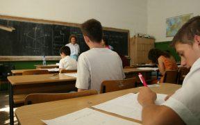 Aproximativ 3.000 elevi sibieni vor susține simularea examenului de Evaluare Națională