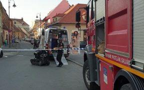 O echipă pirotehnică SRI intervine pe strada 9 Mai la un pachet suspect