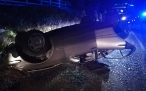 O tânără din Vâlcea s-a răsturnat cu mașina la Păltiniș