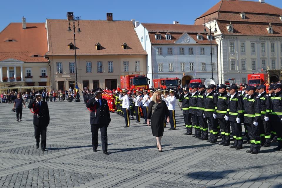 FOTO: La mulţi ani, pompierilor sibieni!