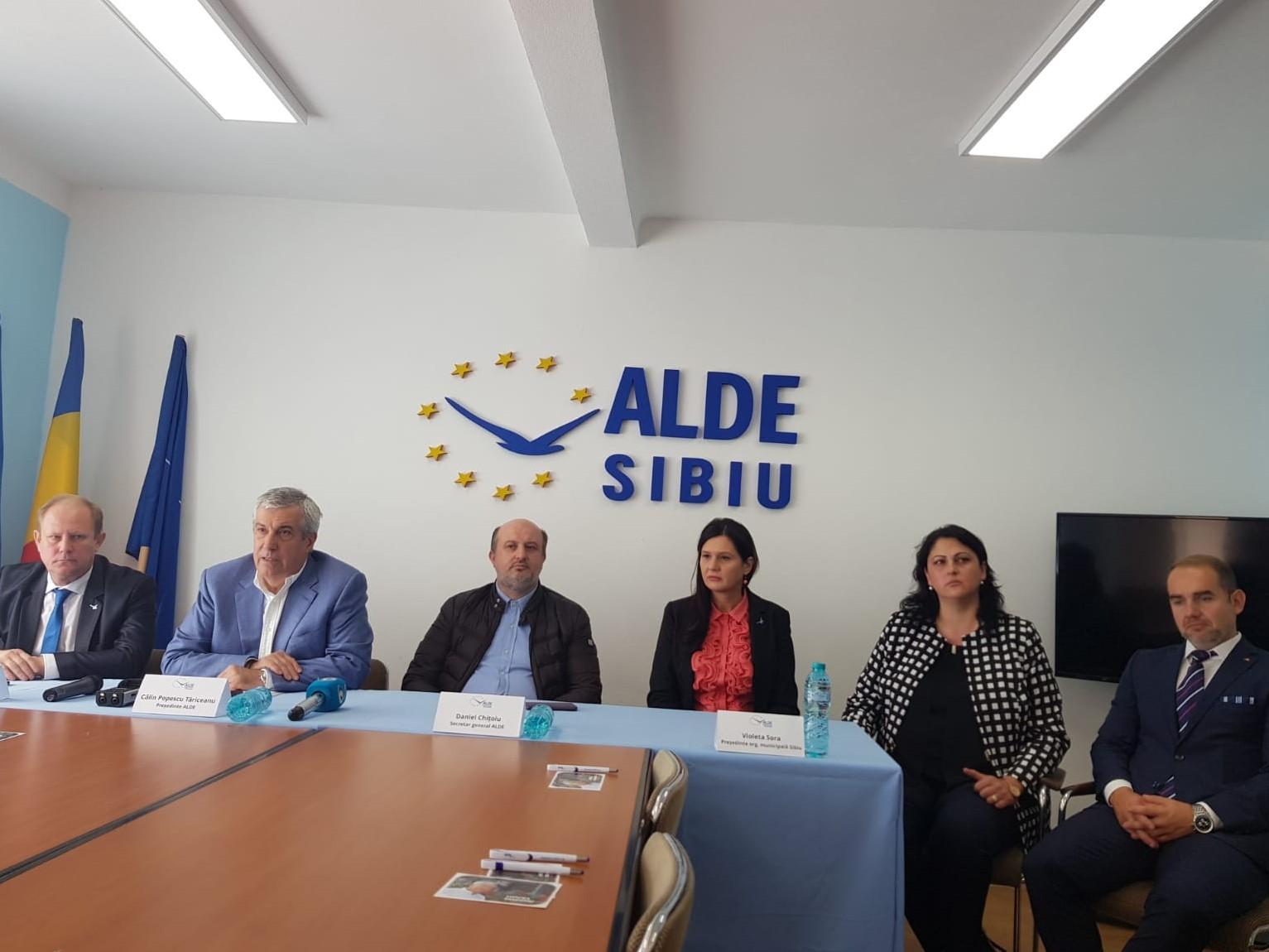 Tăriceanu a prezentat la Sibiu noi membrii ALDE: Adela Muntean și Horațiu Marin