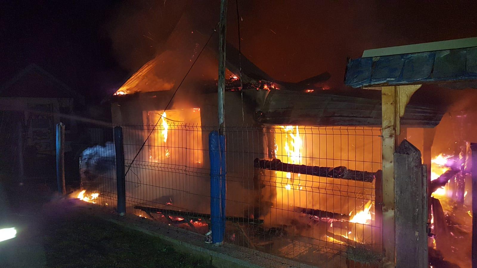 FOTO: Incendiu pe strada Laborator din Copșa Mică