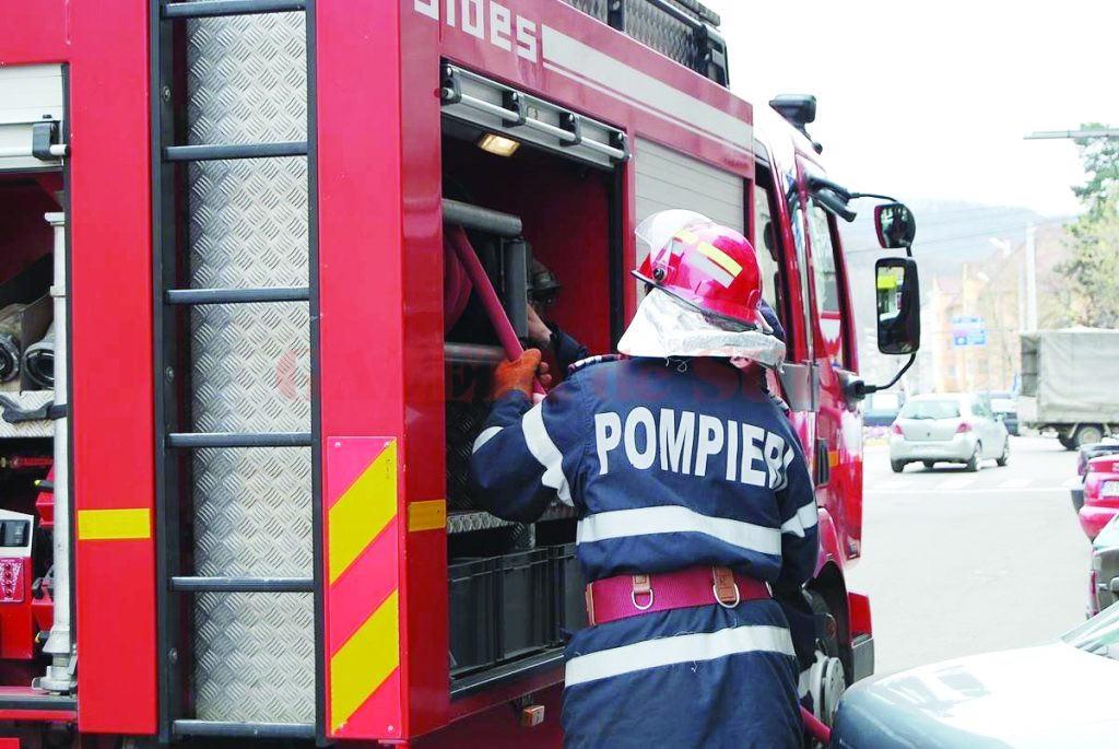 Pompierii ISU Sibiu, chemați la un incendiu în Rășinari