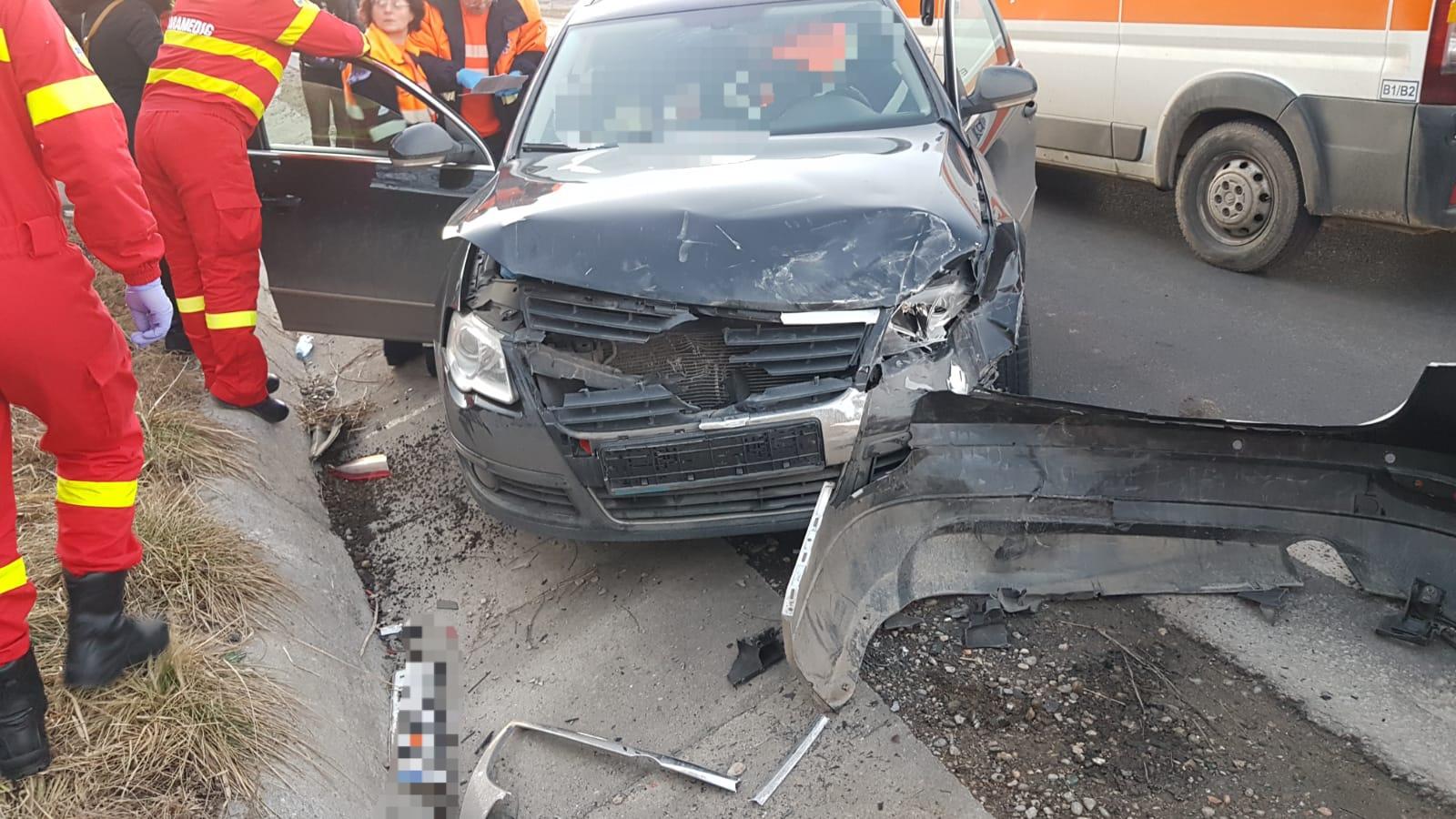 O persoană rănită în urma unui accident rutier la ieșire din Târnava