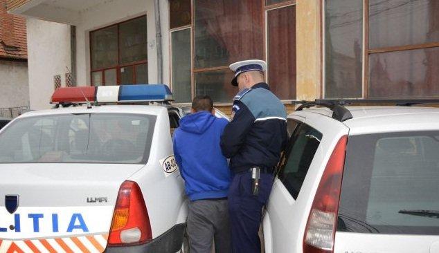 Bărbat din Vurpăr reținut după ce și-a agresat concubina. Avea ordin de restricție