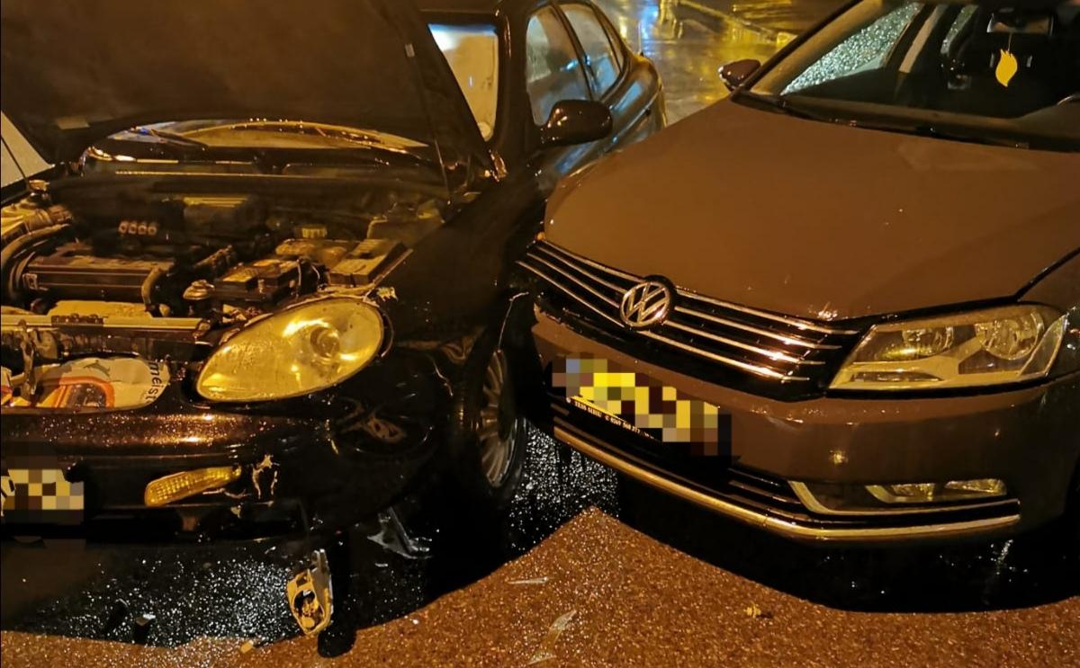 FOTO: Coliziune între două autoturisme într-o intersecție din orașul Sibiu