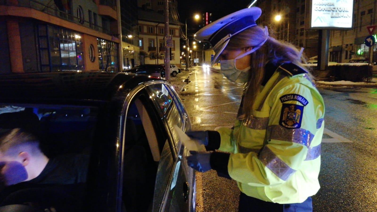 Băută și fără permis a ieșit la plimbare cu mașina prin oraș