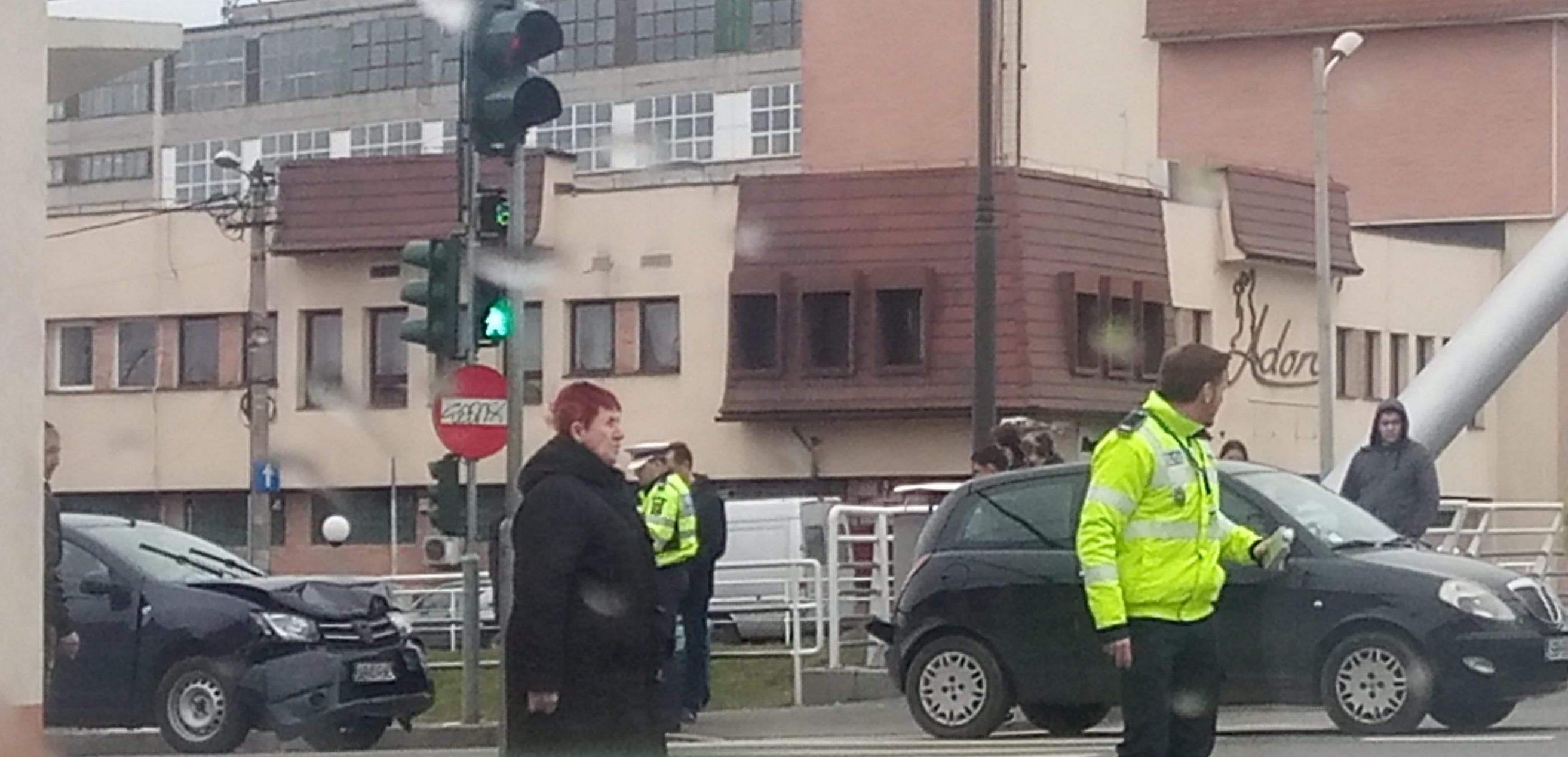 FOTO: Coliziune între două mașini pe strada Râului din Sibiu