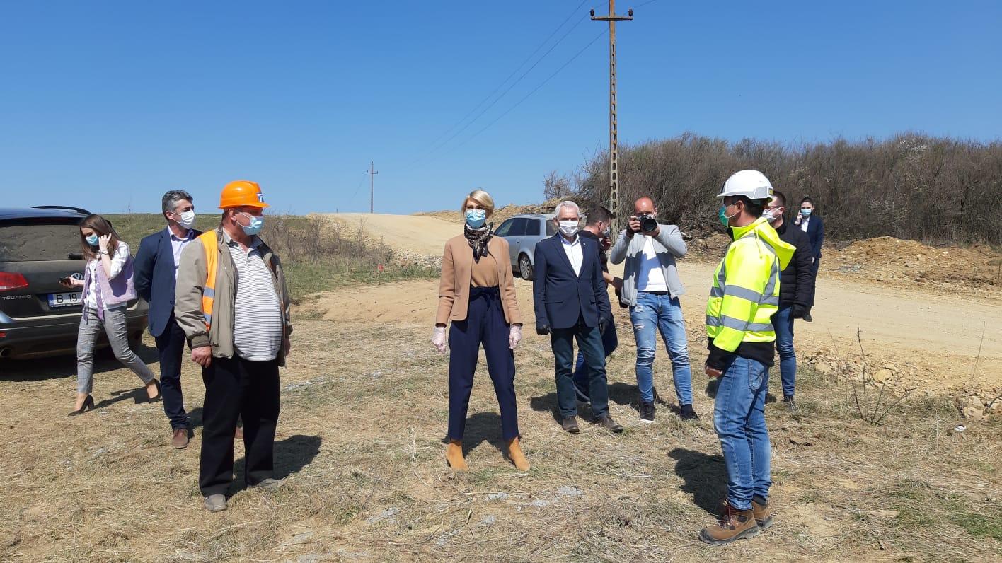 Foto | Raluca Turcan și Prefectul Sibiului, Mircea Crețu, vizită surpriză la lucrările de pe lotul 1 al secțiunii 1, Sibiu – Boița