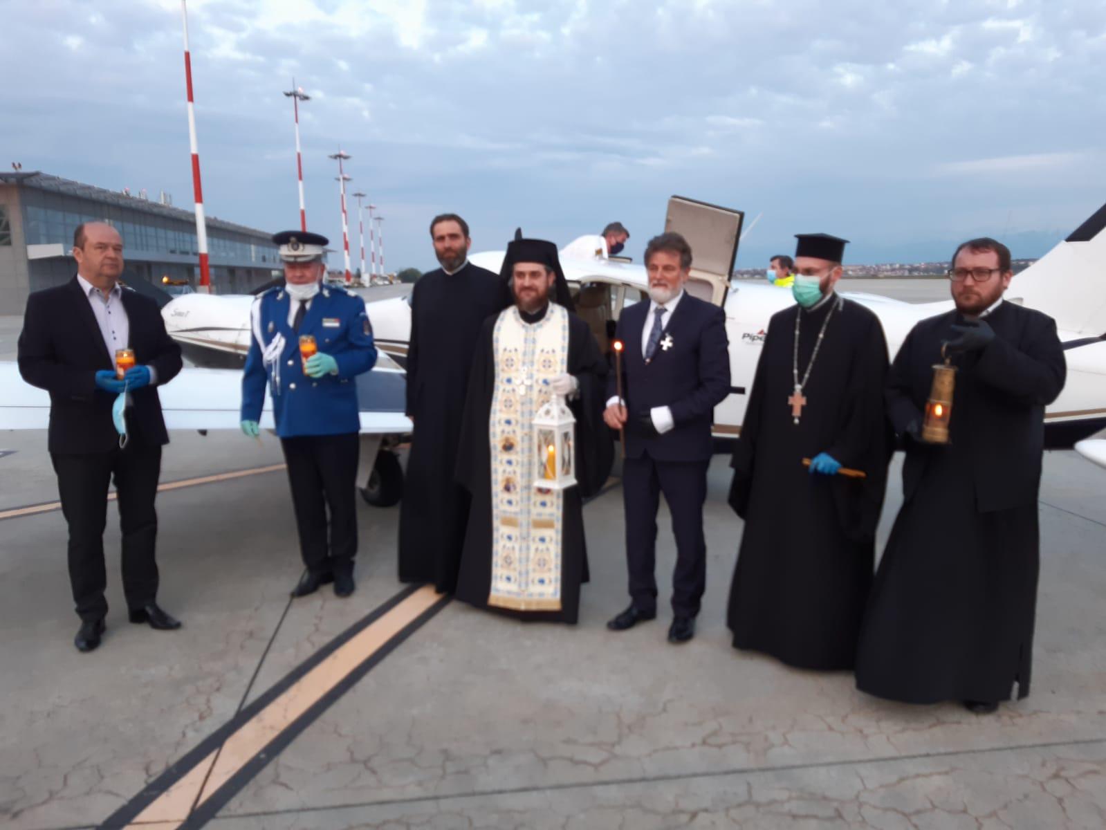 Foto | Lumina Sfântă de la Ierusalim a ajuns în Sibiu