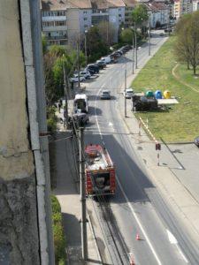 Foto | O tânără şoferiţă a intrat cu maşina într-un stâlp