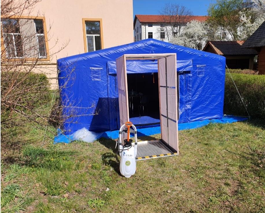 Stație pentru decontaminare cu produse biocide, donată personalului medical din Sibiu