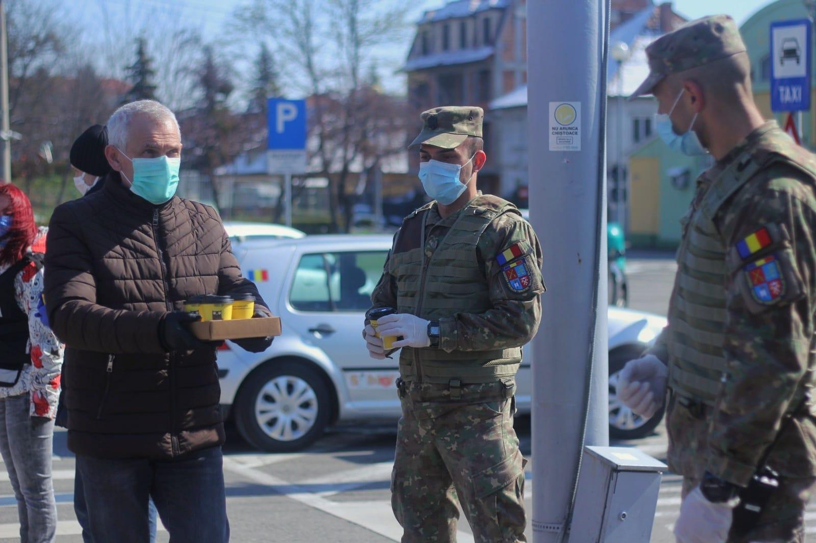 Foto | Prefectul Județului Sibiu a oferit cafea forțelor de ordine din punctele de control