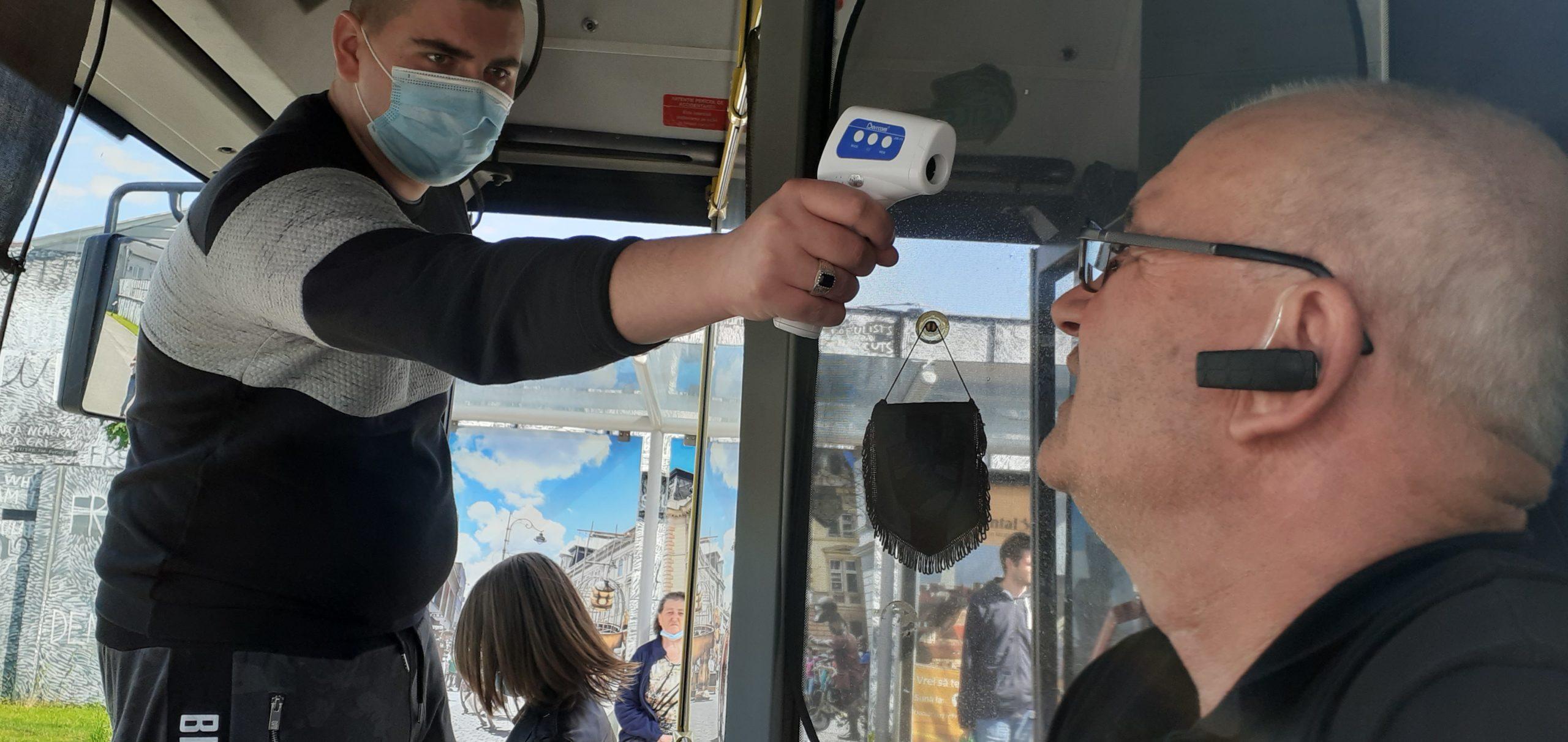 """FOTO   """"Gradele la control"""" Șoferilor Tursib li se măsoară temperatura în stații"""