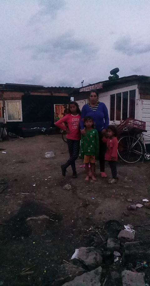 Foto | O familie din Sibiu cu şase copii trăiește într-o sărăcie lucie
