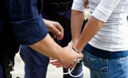 Două tinere cercetate penal sub aspectul săvârșirii infracțiunii a 9 furturi