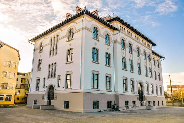 Centrul de Informare pentru Cetățeni și la ghișeele Direcției Fiscale revin la programul normal