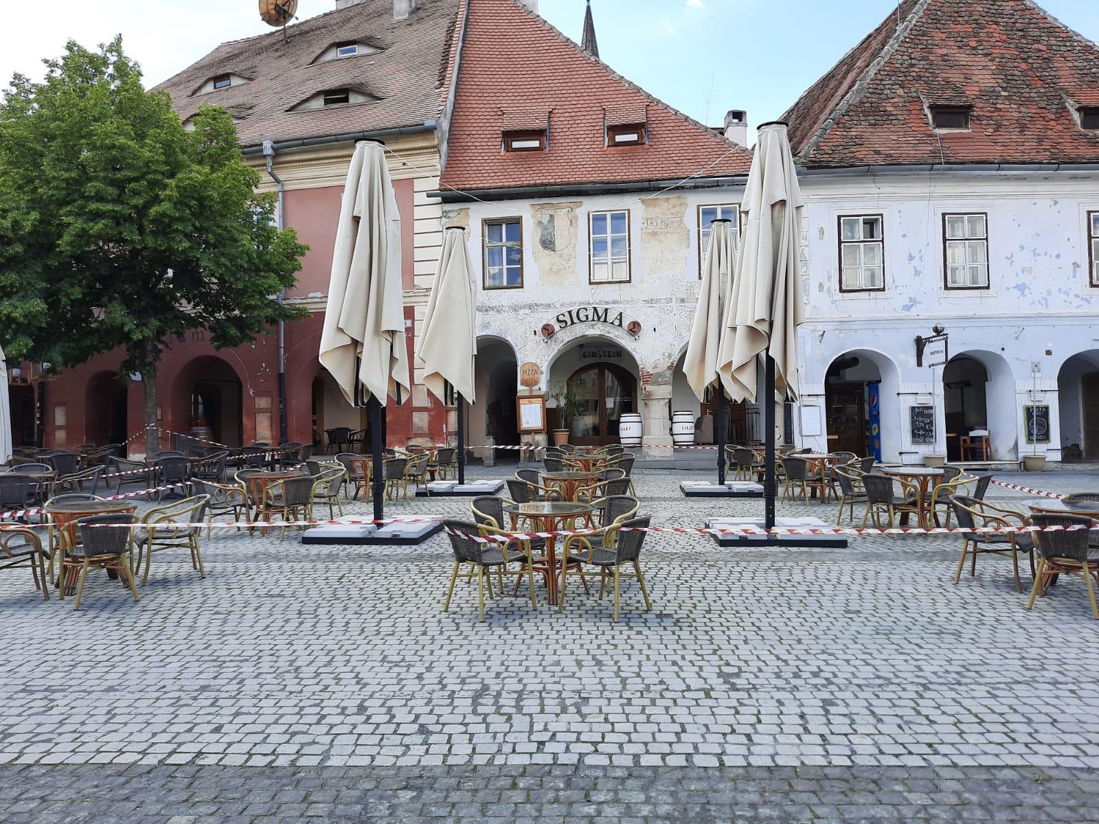 FOTO | Centrul Sibiului prinde viață- terasele se redeschid de luni