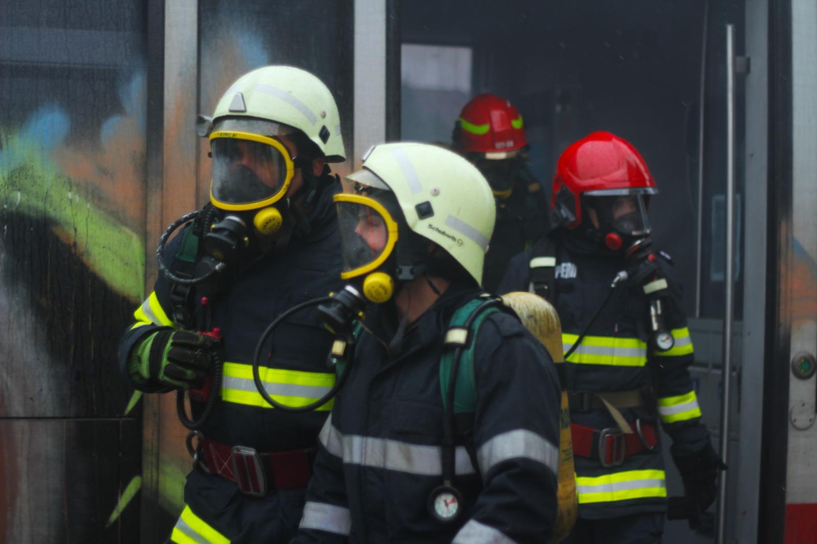 Locatarii unui bloc de pe Strada Săcel, evacuați din cauza fisurii unei conducte de gaz