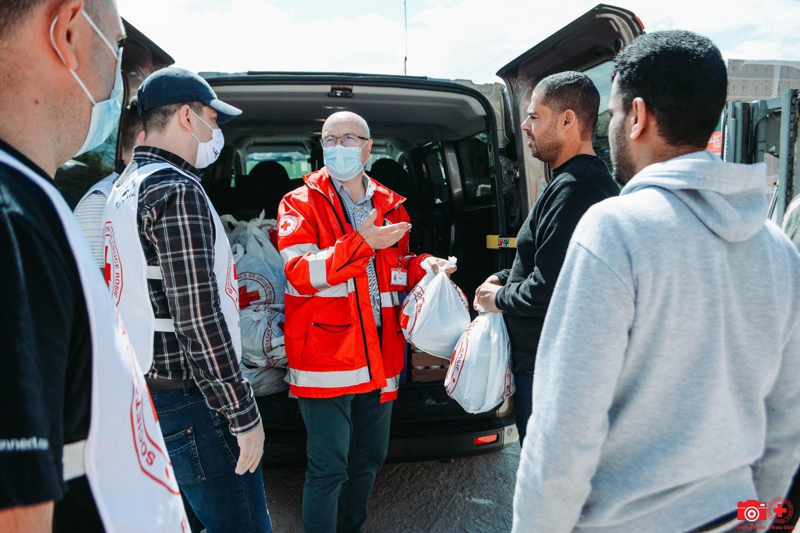 Crucea Roșie Filiala Sibiu: 45 de pachete pentru cetățenii egipteni și tunisieni