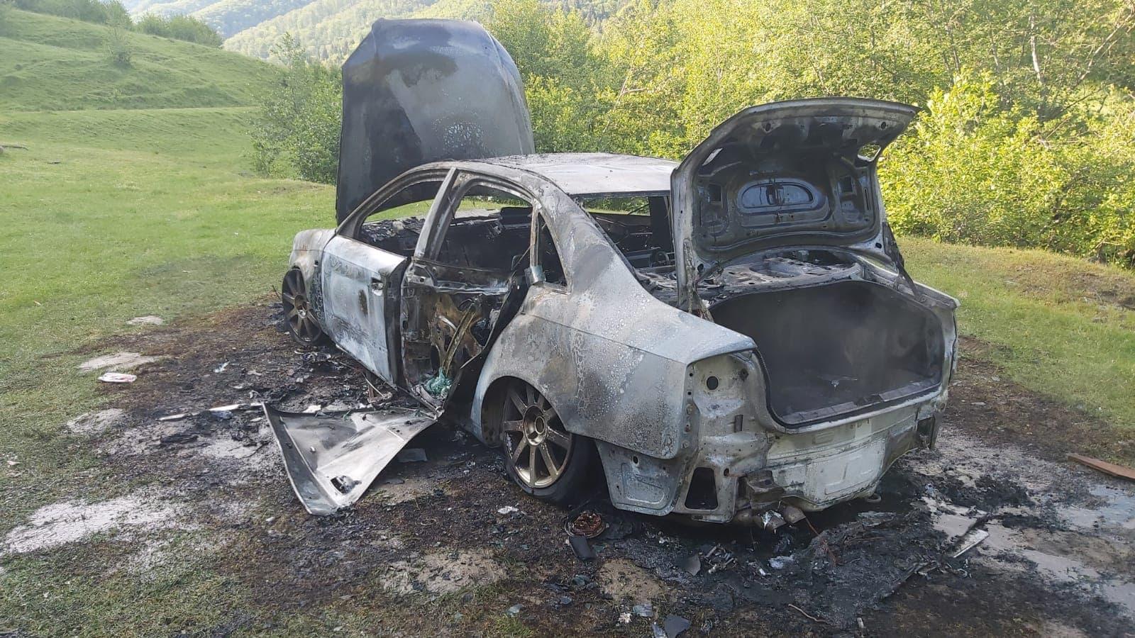 Foto | Tânăr din Sibiu, arestat după ce a incendiat o mașină