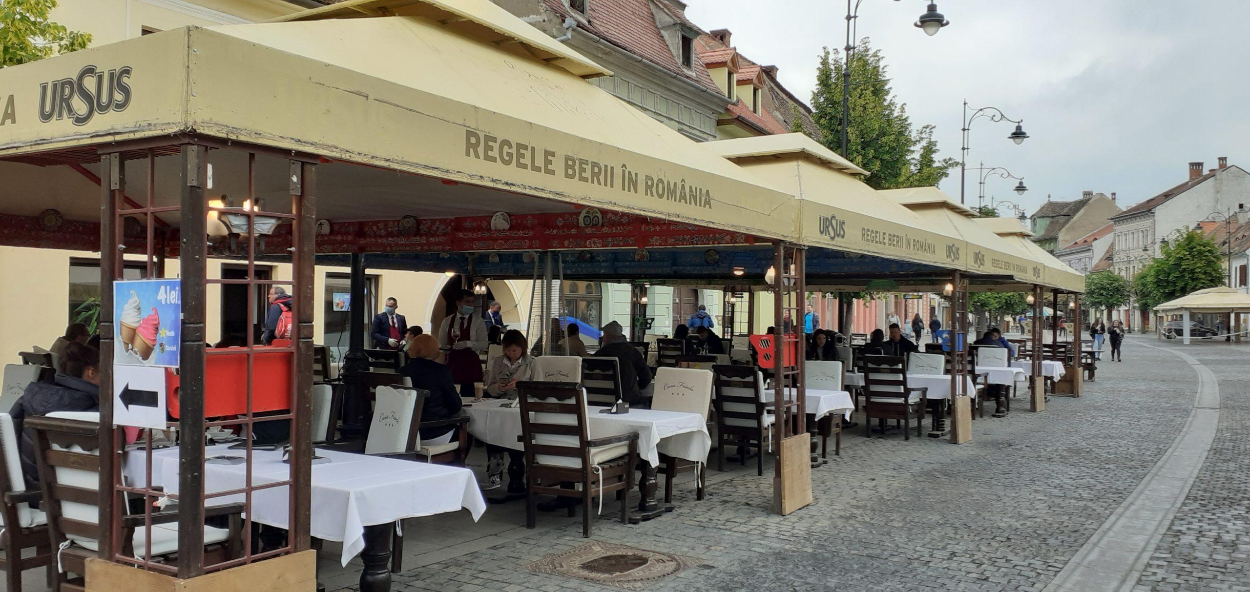 FOTO/ VIDEO | Forfotă în Centrul Sibiului, după ce terasele s-au deschis