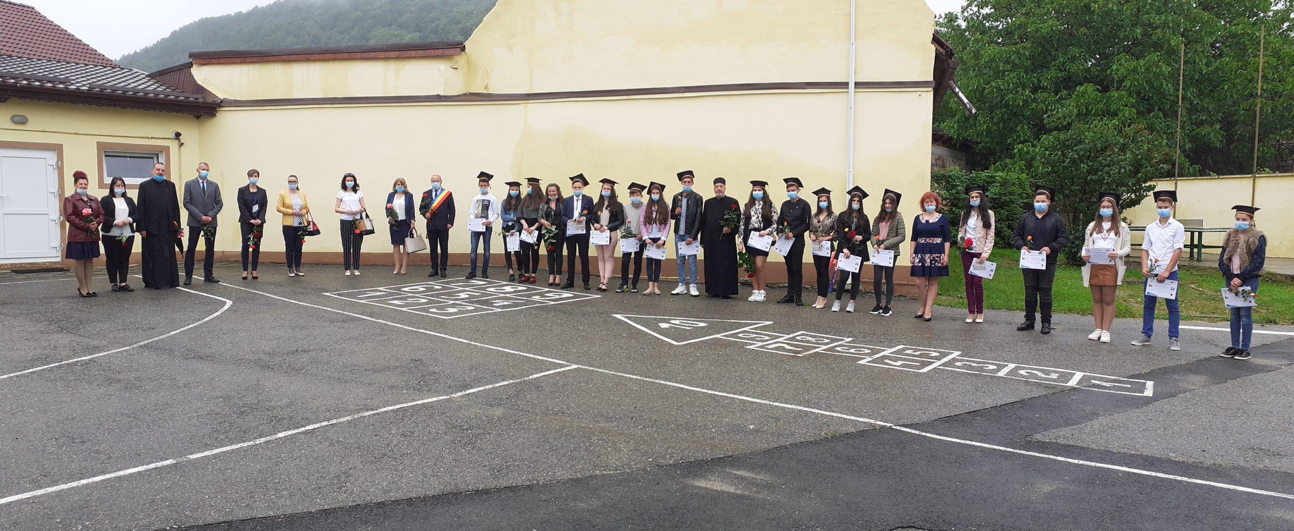Ultimul clopoțel pentru absolvenții clasei a VIII-a din Sadu