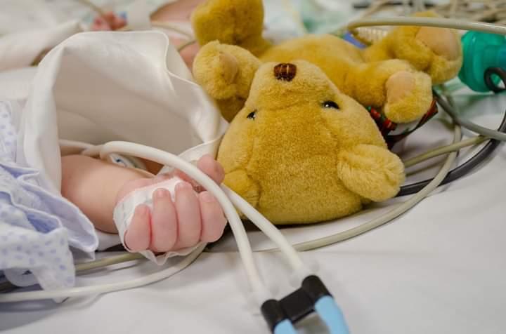 Apel umanitar pentru 2 bebeluşi cu malformaţii cardiace