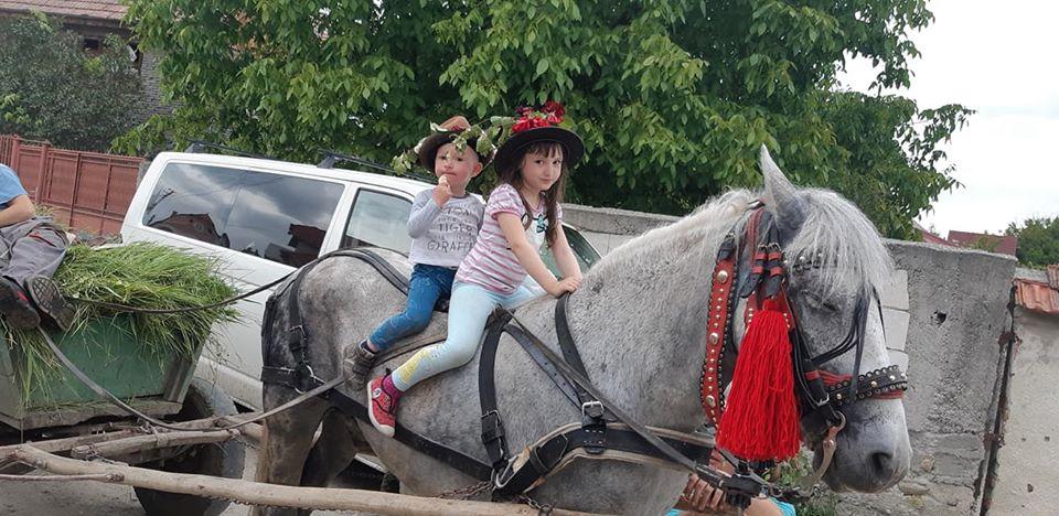 FOTO | Sărbătoarea de Armindeni- obiceiuri pentru noroc şi belşug peste an