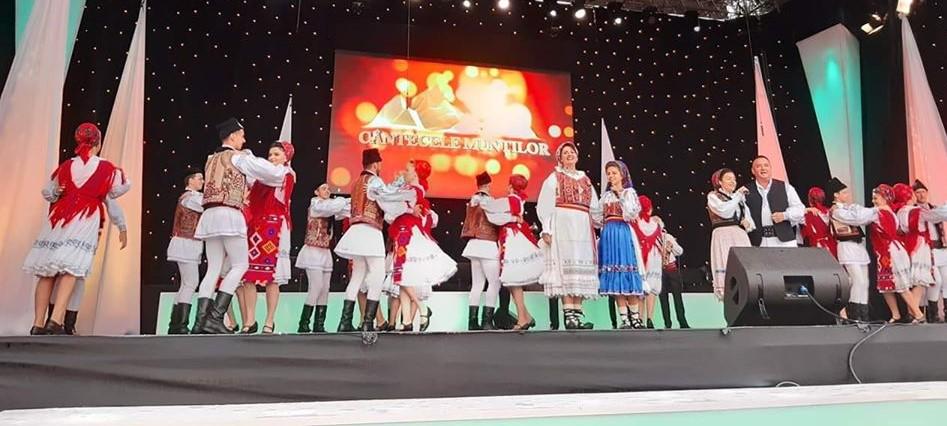 """Cea de-a 45-a ediție a Festivalului """"Cântecele Munților"""": cultură tradițională în aer liber"""