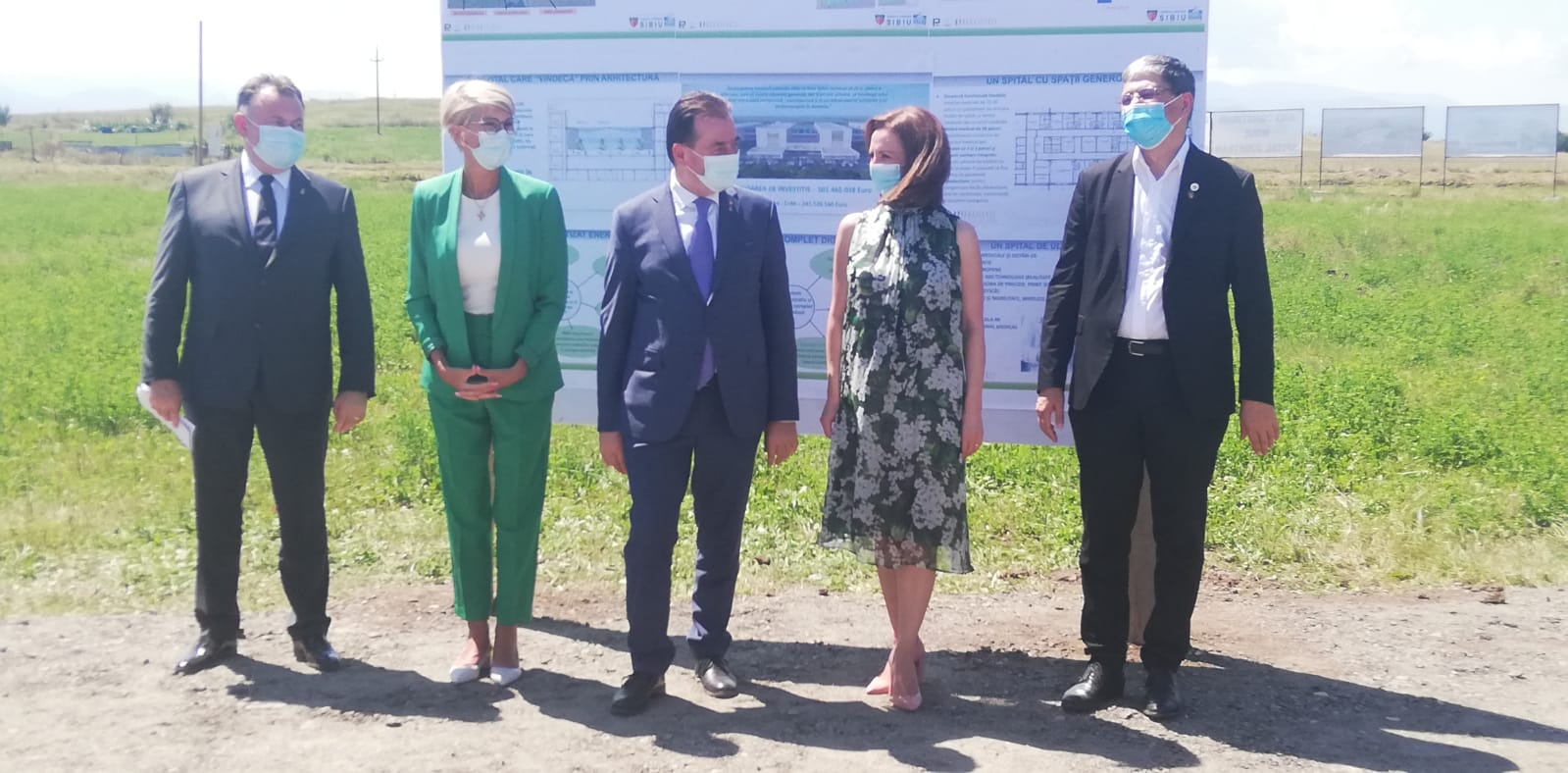 Premierul Orban, Ministrul Sănătății Nelu Tătaru, alături de președinta CJ Daniela Cîmpean în vizită la amplasamentul noului spital județean