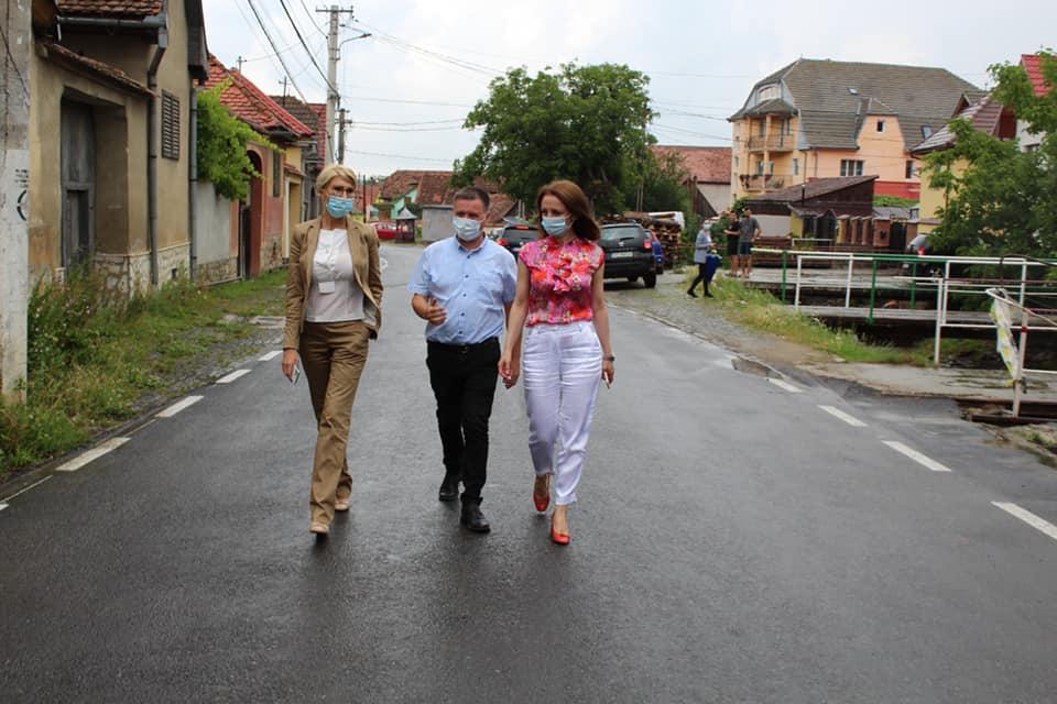Daniela Cîmpean, Raluca Turcan și primarul Bogdan Bucur-La pas prin comuna care a dat românilor pe marii Emil Cioran și Octavian Goga.