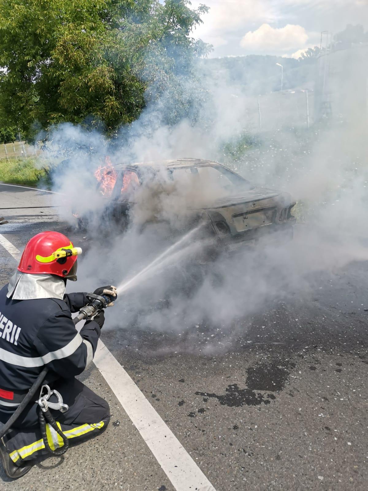 Update incendiu auto Blăjel: Incendiul a pornit de la un scurtcircuit