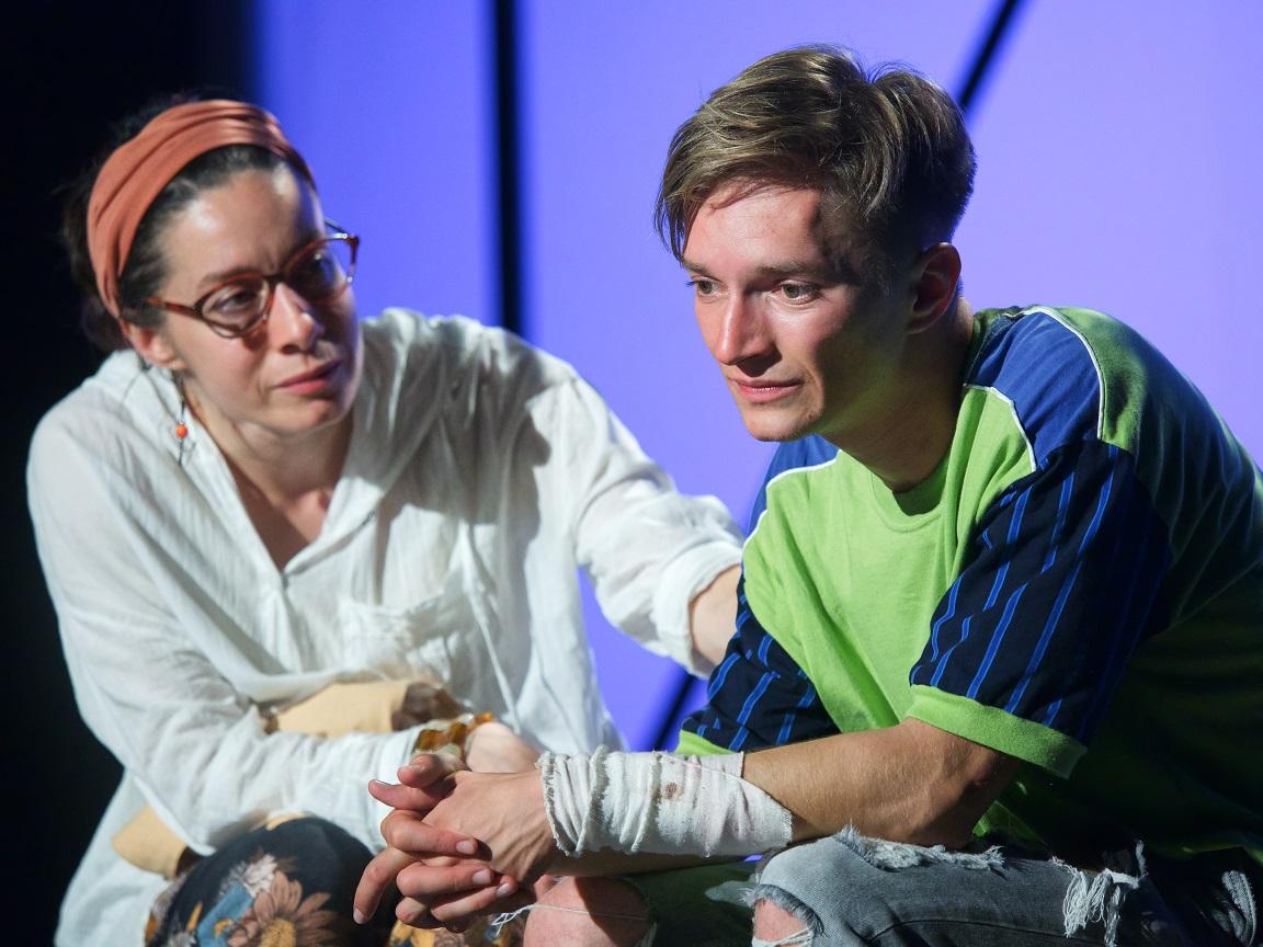 """Spectacolul """"Maternal"""", regia Radu Nica, se joacă în premieră pe TNRS – Scena Digitală"""