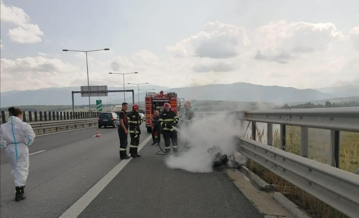 FOTO- Motocicletă făcută scrum pe autostrada A1