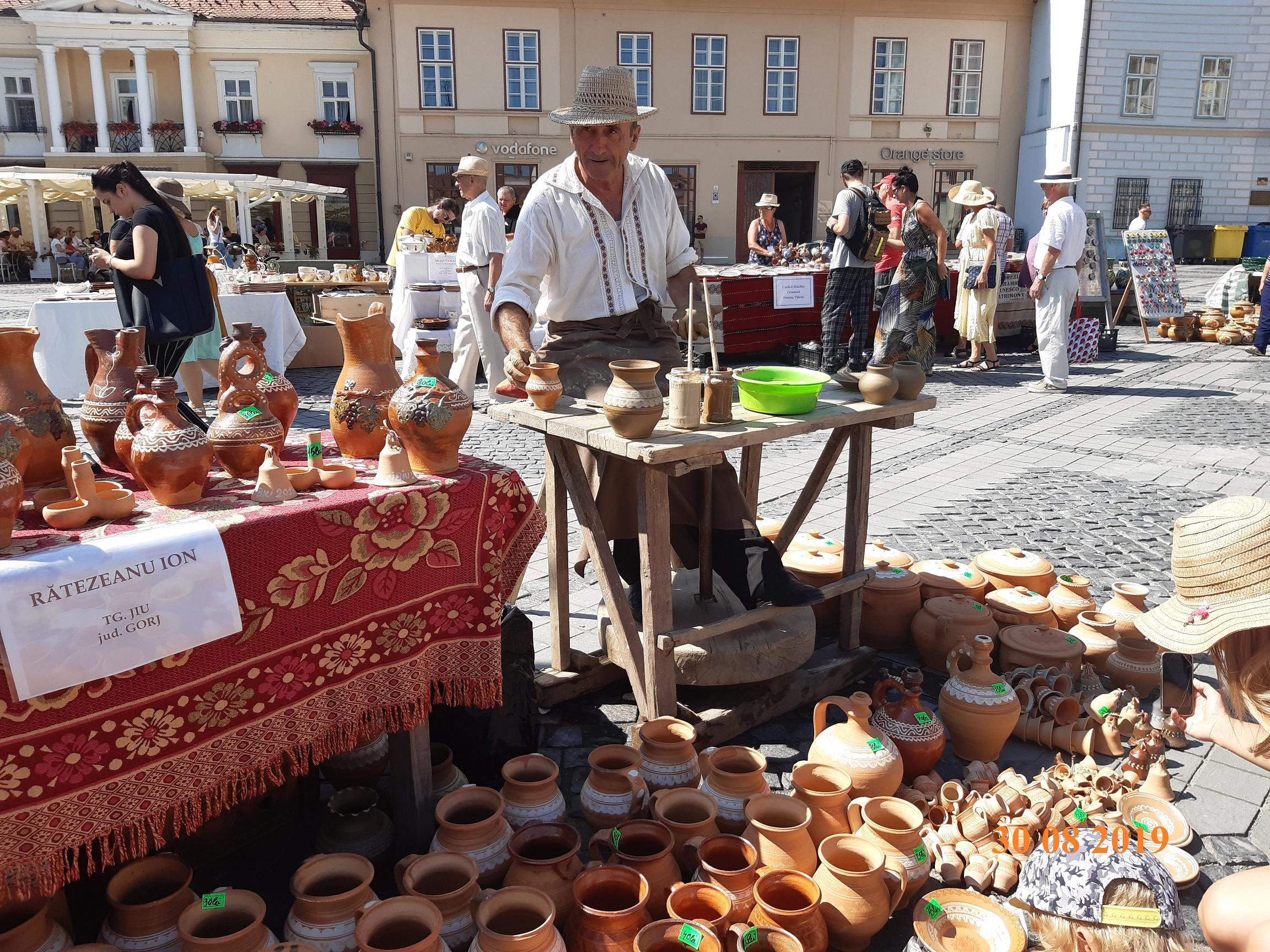 Cel mai longeviv eveniment al Sibiului cultural, Târgul Olarilor, revine în Piaţa Mare
