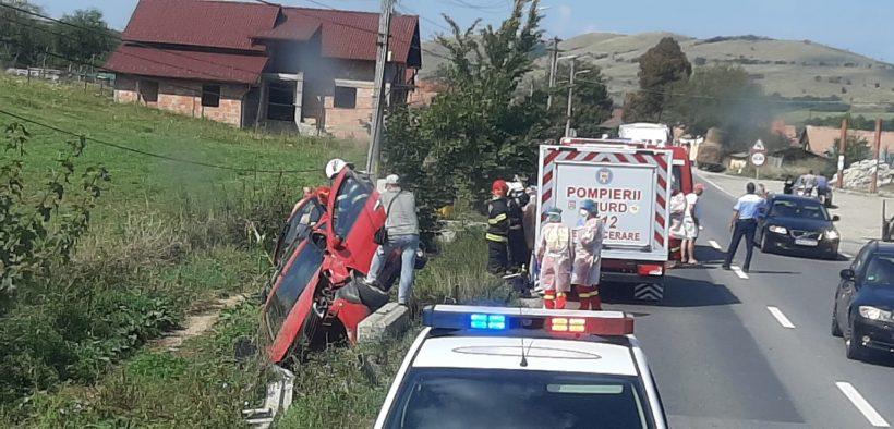 Un șofer a pierdut controlul direcției autoturismului și a intrat într-un cap de pod