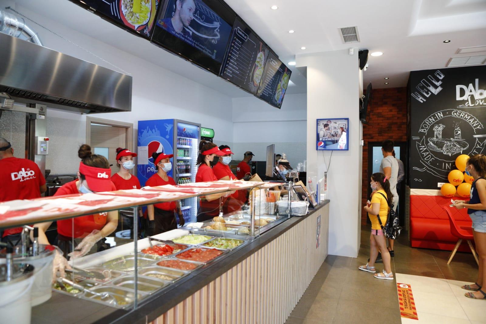 DAbo Doner ajunge la 52 de unități, dupa ce a deschis 4 restaurante doar în ultima săptămână. Franciza continuă expansiunea, în pofida pandemiei