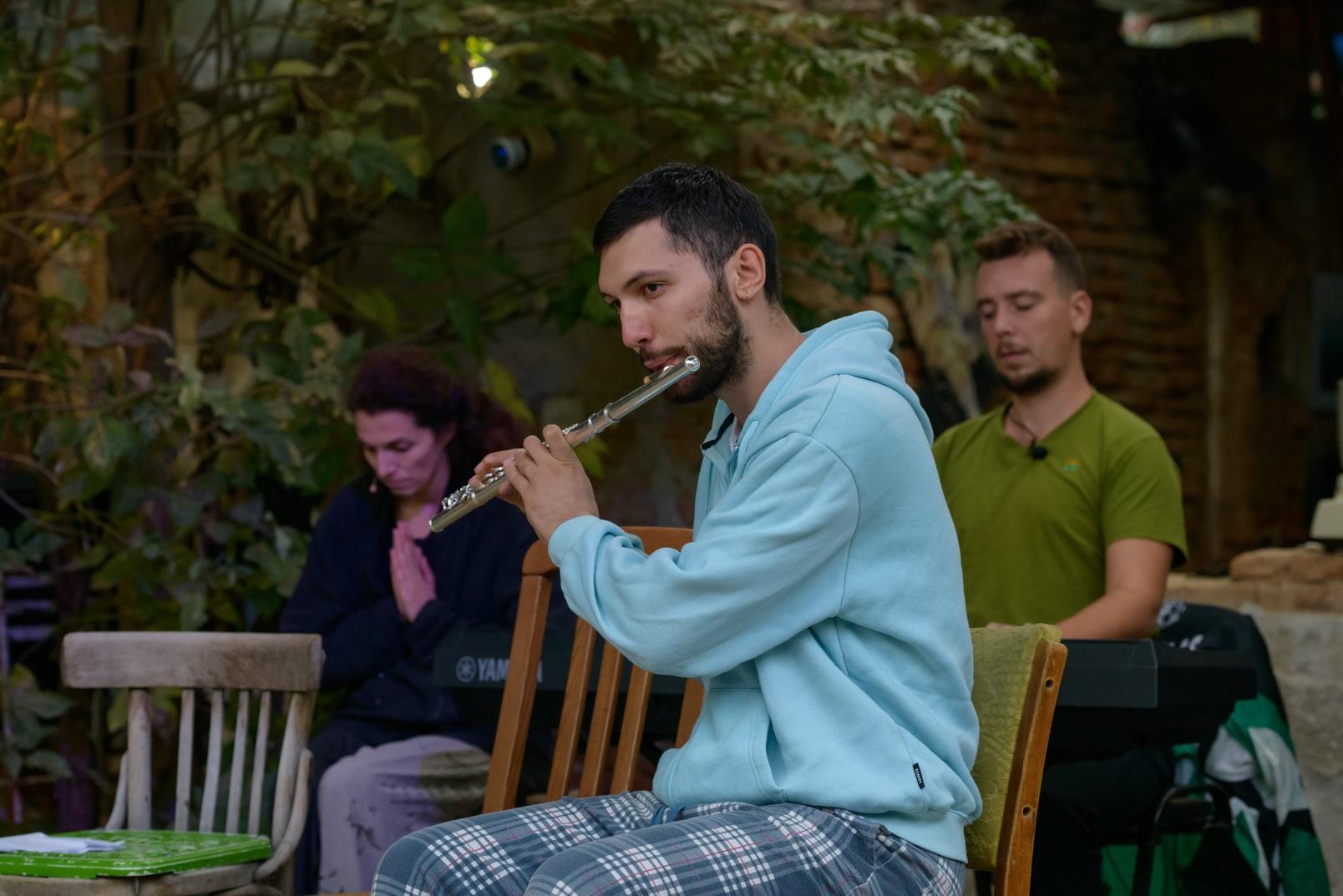 """Spectacolul """"Despre ce vorbim când cântăm despre iubire"""" ajunge"""" în Sibiu"""