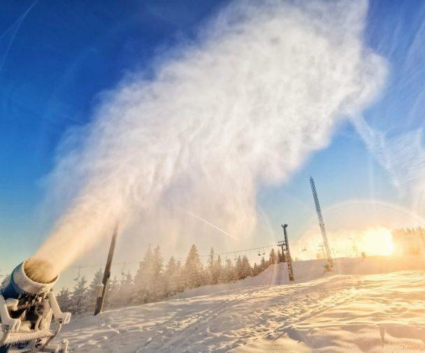 Complexul de schi și snowboard Arena Platoș Păltiniș deschide mâine sezonul de schi