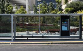 Prima stație de autobuz smart se instalează pe bulevardul Coposu, lângă Teatrul Național Radu Stanca