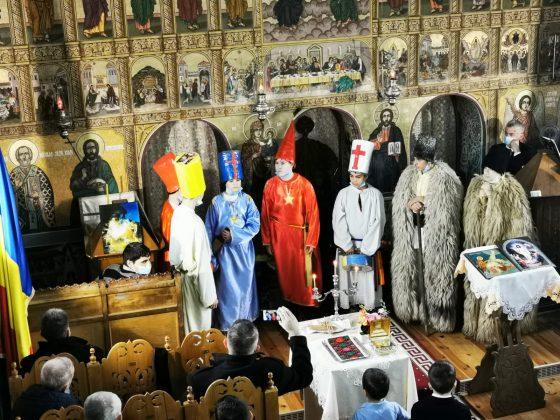 FOTO- Tradiţii şi daruri de Moş Crăciun la Arpaşu de Jos, judeţul Sibiu