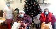 Darurile Moșului au ajuns la bunicii căminului pentru persoane vârstnice din Mediaș