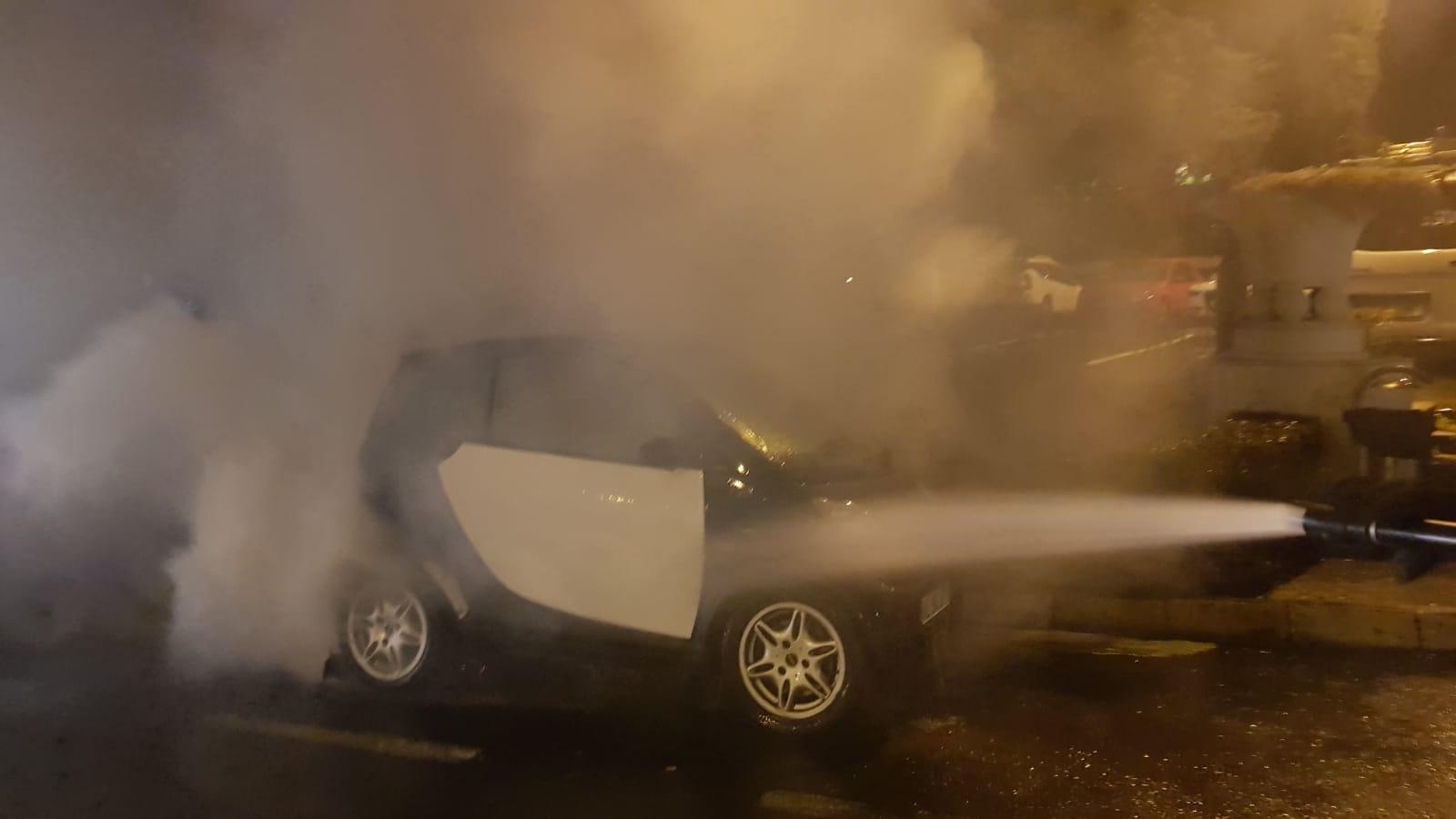 FOTO- O mașină a luat foc pe bulevardul Nicolae Bălcescu